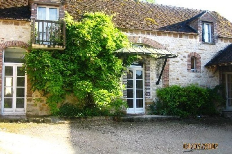 Ancienne ferme 18 eme, vacation rental in Vernou-la-Celle-sur-Seine