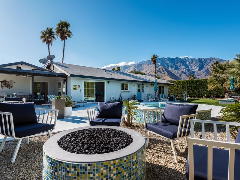 Well Equipped Modern Oasis With Activities Galore!, casa vacanza a North Palm Springs