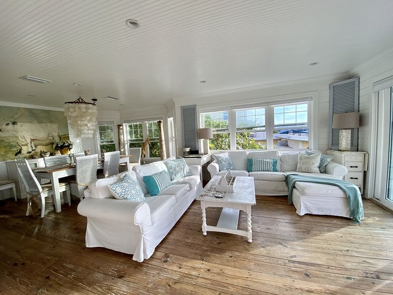 Beautiful, Gulf-Front Home on Bean Point--Halcyon House, holiday rental in Anna Maria