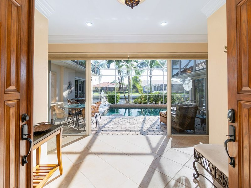 Luxurious /Waterfront- Near Village- with Private Pool/Dock/Lift, casa vacanza a Punta Gorda