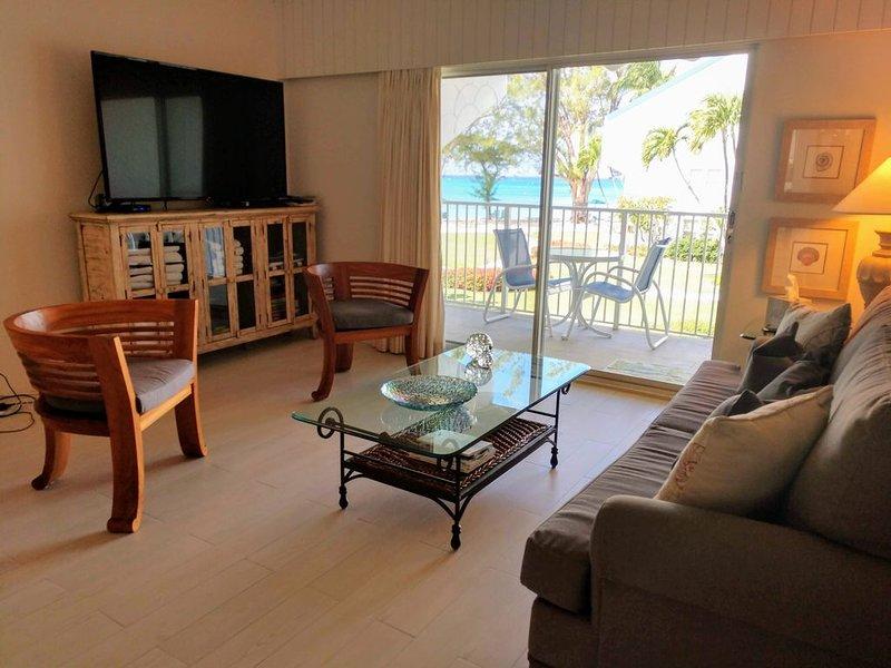 $250/SUMMER NO RESORTFEE 1BED OCEANFRONT ON SEVEN MILE BEACH between Ritz&Westin, vakantiewoning in Grand Cayman