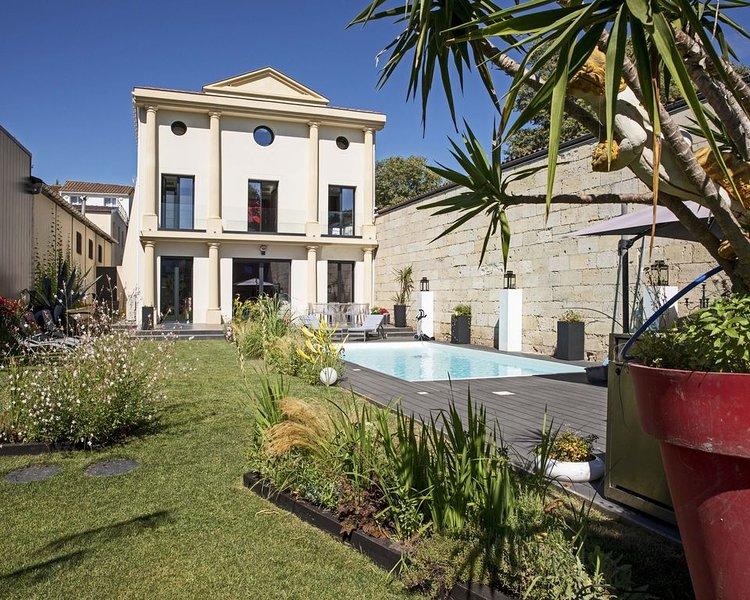 Villa luxueuse climatisée piscine chauffée 5 ch + 5 sdb - 10 personnes Bordeaux, Ferienwohnung in Villenave D'ornon