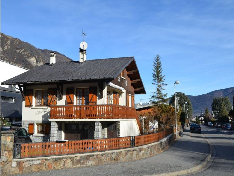 Grand Chalet St-Lary centre 13 à 15 pers 06 37 07 78 76, holiday rental in Vignec