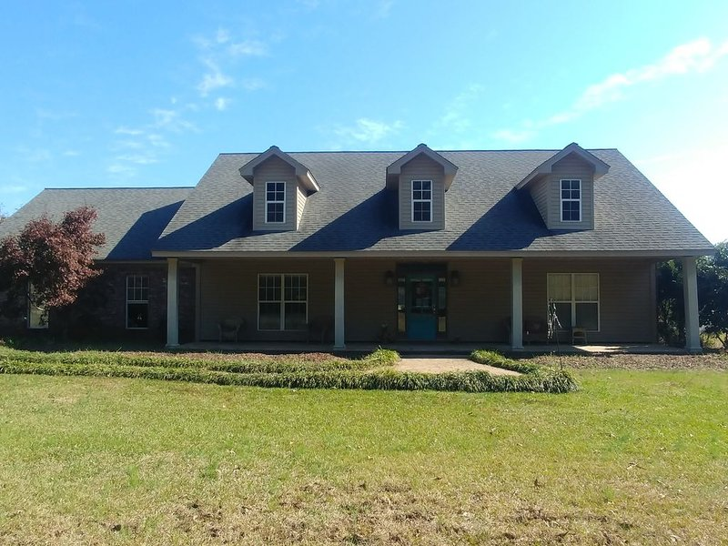 Modern Living in Country Setting, vacation rental in Starkville