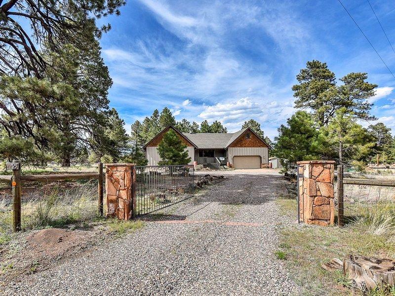 5 Acre Hidden Getaway - Among the Pines, holiday rental in Flagstaff
