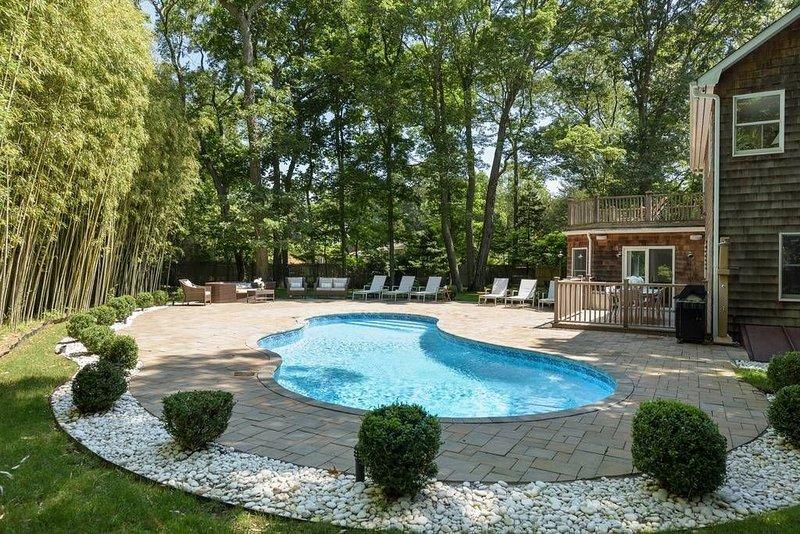 Immaculate Serene Retreat w/ Pool - Walk to Beach!, holiday rental in Springs
