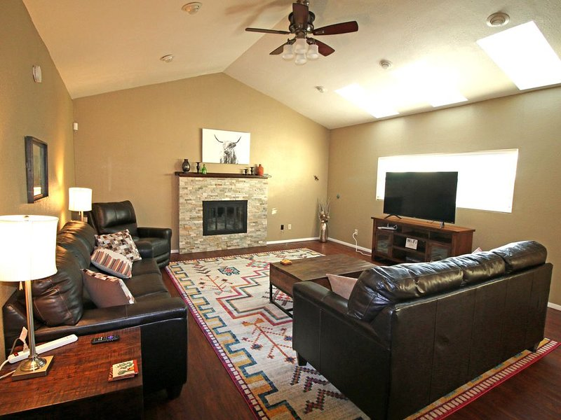 Grand Abode - Beautiful Spacious Home for families, casa vacanza a Carlsbad