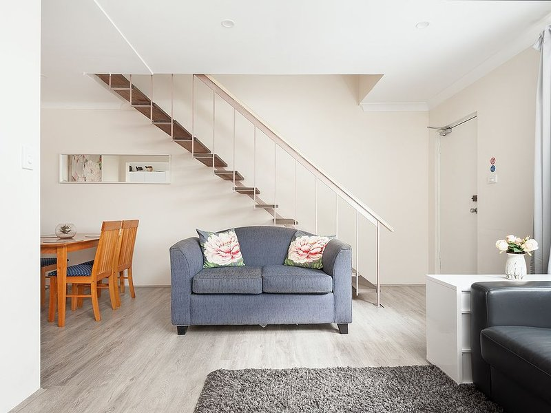 Comfy & Convenient * Homebush West 300 steps train, location de vacances à Strathfield
