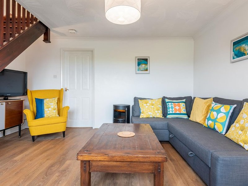 A cosy 2-bedroom beach house with everything you should need for a trip to Porth, holiday rental in Porthtowan
