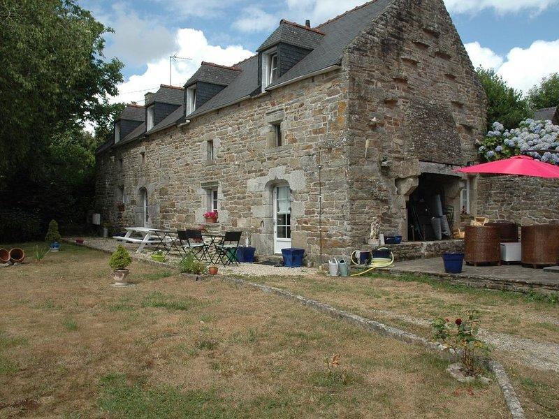 Longère ancienne rénovée, location de vacances à Rosporden