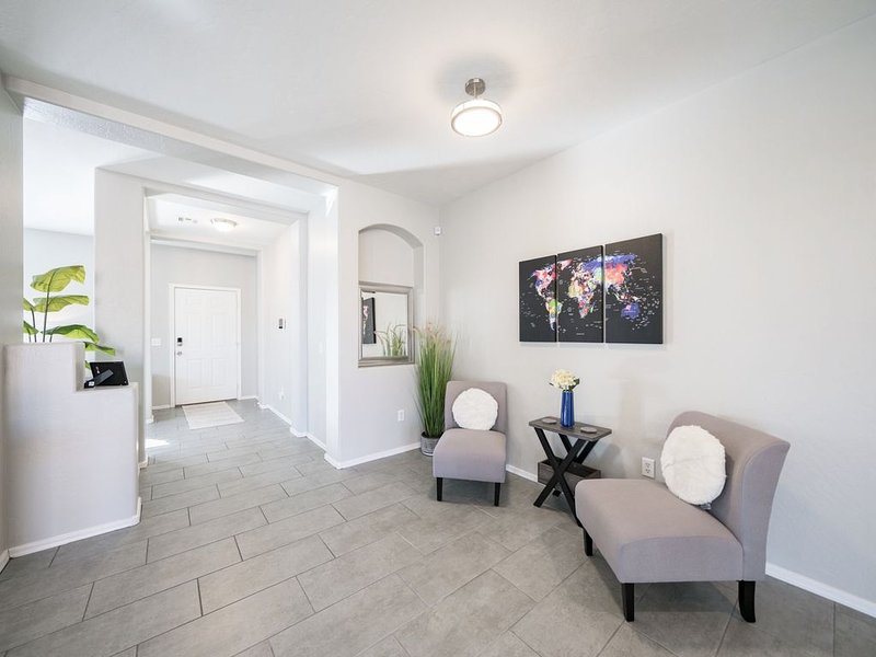 �LARGE, UPDATE HOME, 5 MILES AWAY FROM STADIUM�, vacation rental in Glendale