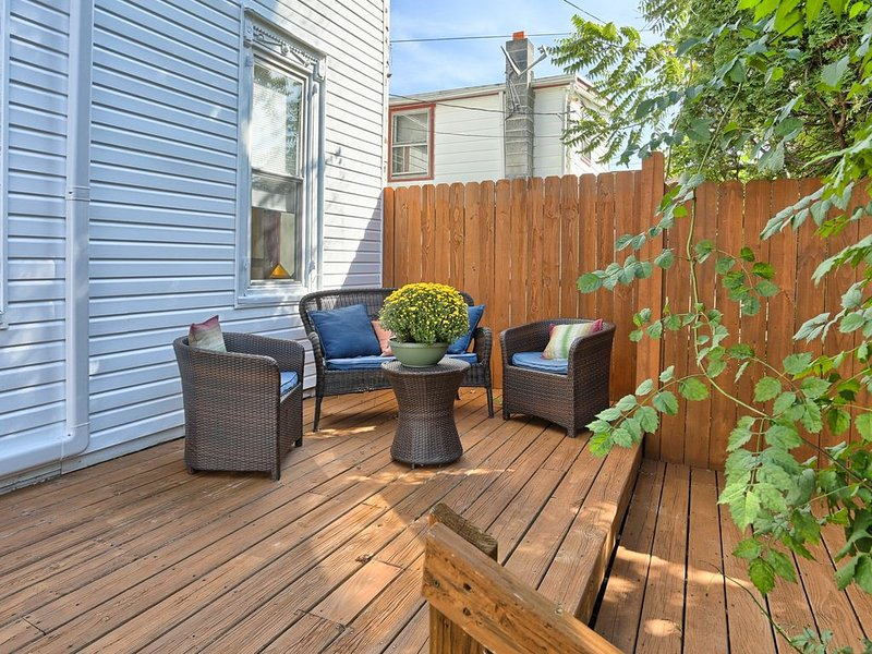 Hershey Vacation Home w/ Private Outdoor Oasis + Deck, Seating & Grill, location de vacances à Hummelstown