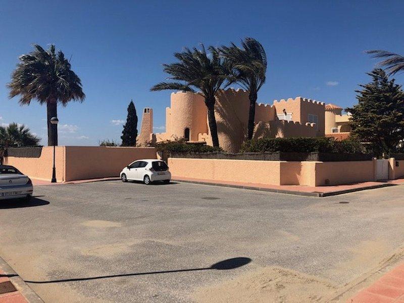 Chalet precioso, 5 habs y piscina privada en primera línea del Mar Menor, alquiler vacacional en Municipio de Cartagena