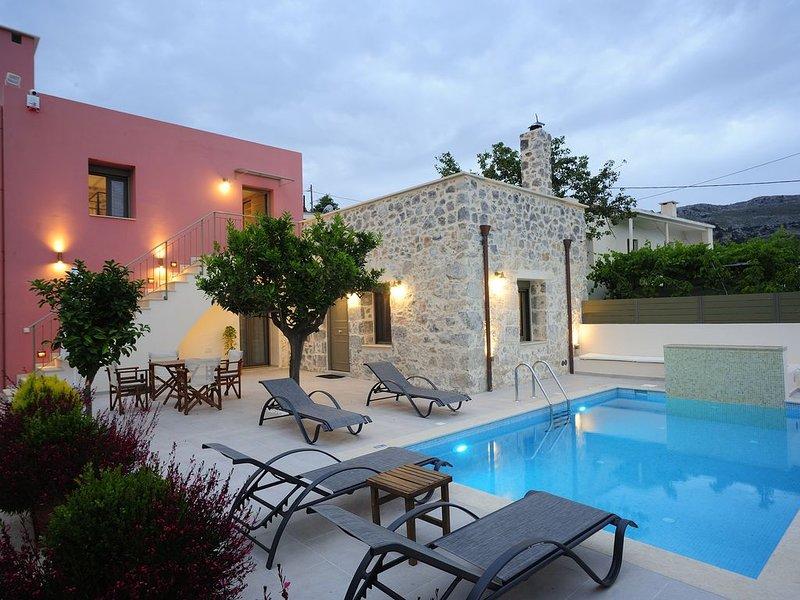 Villa Hawk, nature's essence! Close to Amazing Beaches!, holiday rental in Meronas