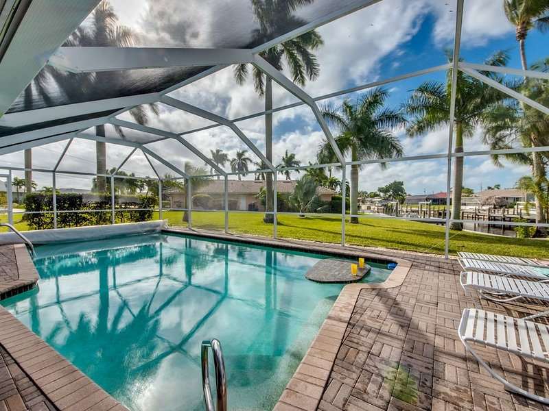 Remodeled Coastal Decor, Htd Pool, Fishing, GREAT VIEW,  33 Glowing reviews, location de vacances à Cape Coral