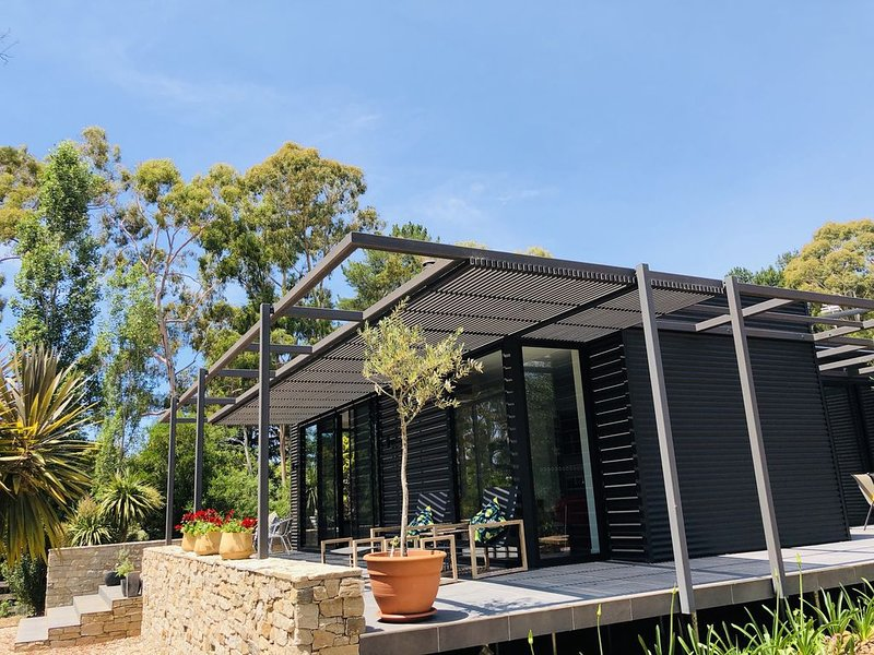 Bohemia   3 acres of total seclusion, 500m  walk to Lake Daylesford, holiday rental in Daylesford