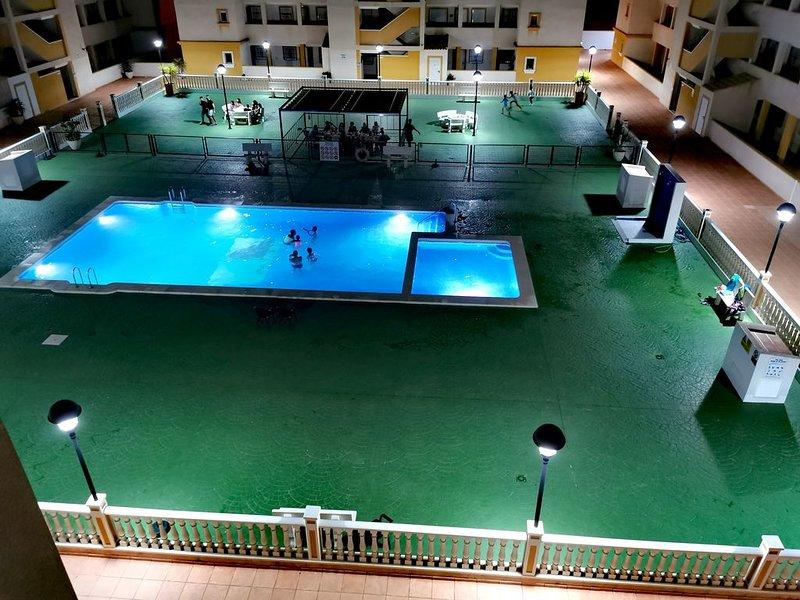 Modern  apartment on the 3rd floor, wonderful view, free internet,communal pool, aluguéis de temporada em Islas Menores