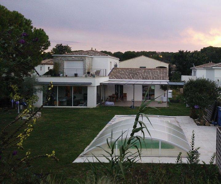 Nouveau:  Superbe grande villa moderne 6 chambres, piscine couverte, holiday rental in Castelnau-le-Lez