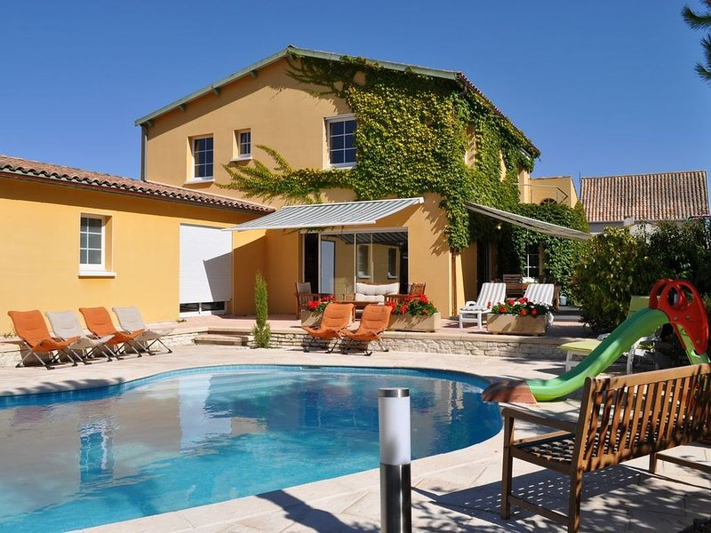 Chatelaillon large villa with heated pool. 240m2, 14 people., vacation rental in Chatelaillon-Plage