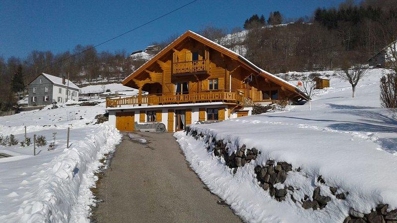 Chalet La Sportive, appartement 3 étoiles, au coeur des Hautes Vosges, holiday rental in Cornimont