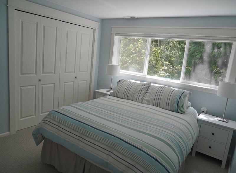 Lake Forest Park Private Guest Suite, location de vacances à Bothell