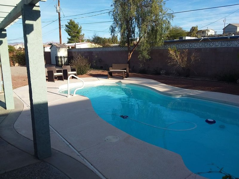 3br/2ba/pool/luxury/comfort/bbq/tv, holiday rental in Laughlin