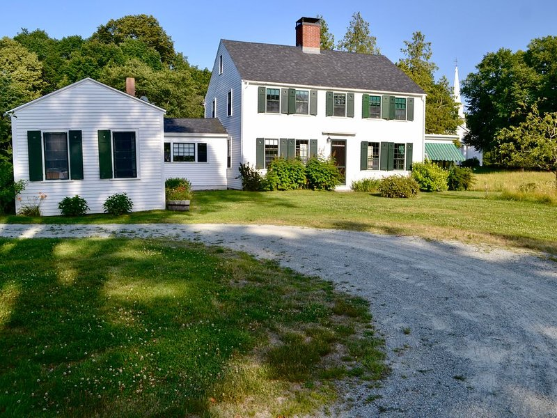 Beautifully Charming  New England Home on Somes Pond & Acadia National Park, aluguéis de temporada em Parque Nacional de Acadia
