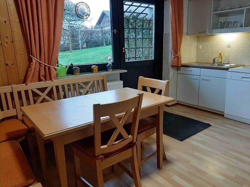 Gemütliche Ferienwohnung mit Garten und Terrasse im ruhigen Wohngebiet, holiday rental in Ruhstorf an der Rott