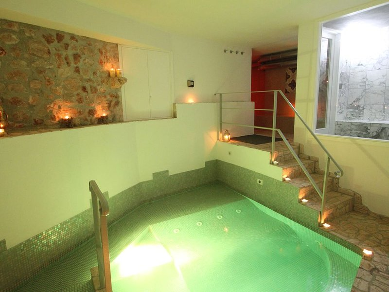Le Camere Pinte: Appartamento 'Sermoneta' Spa Privata, uso piscina, vacation rental in Cori