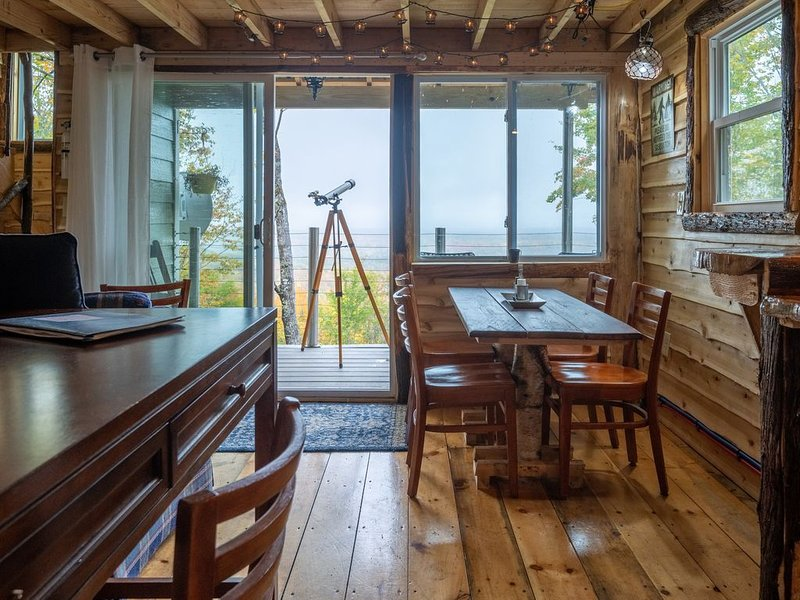Mountainside cabin 'Sasquatch Haven', holiday rental in Searsmont
