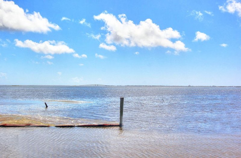 Bayside Home in Laguna Village w/ Pool & Marina, vacation rental in Corpus Christi