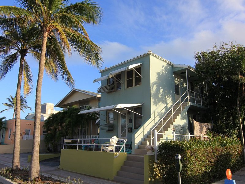 Steps From the Beach, a Little Slice of Old Hollywood, holiday rental in Hollywood
