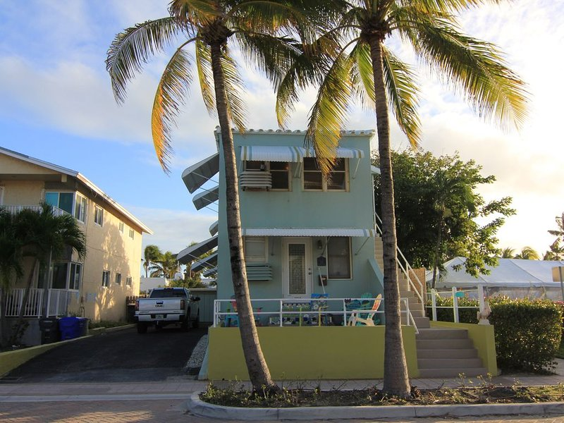 Key West inspired first floor beach house with private backyard, holiday rental in Hollywood