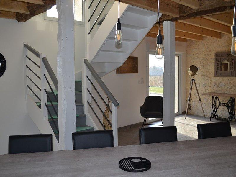 Maison entièrement rénovée avec piscine aux portes de Bergerac, holiday rental in Creysse