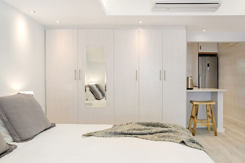Modern studio apartment on the Camps Bay beachfront, holiday rental in Camps Bay