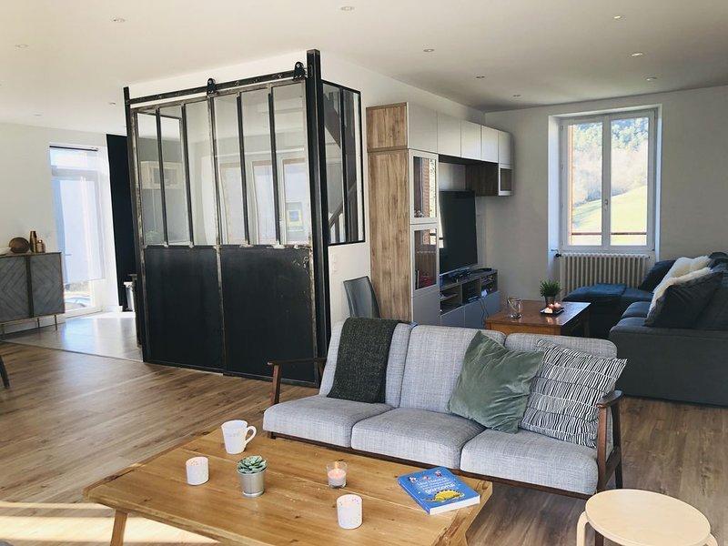 'Villa Châteauneuf'  Grande maison indépendante avec jardin et parking privé, aluguéis de temporada em Champeix