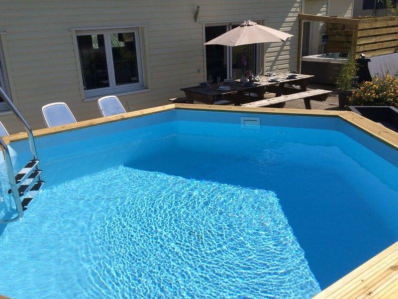 Villa piscine et jacuzzi proche plages de Kerlouan, holiday rental in Lesneven