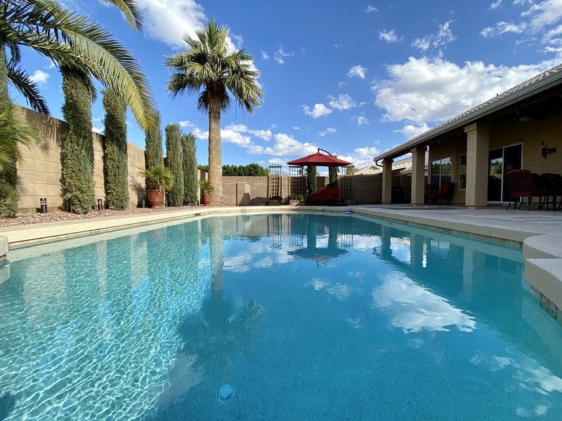 Chandler Gem with **HEATED** private pool!, alquiler vacacional en Chandler