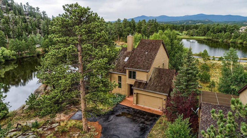 Beautiful lake home located in a gated golf course community in the mountains, vacation rental in Red Feather Lakes