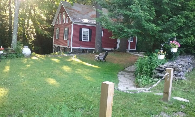 Berkshire Gorge House, 15 minutes to Williamstown, 15 minutes to Jiminy Peak., holiday rental in Lanesboro