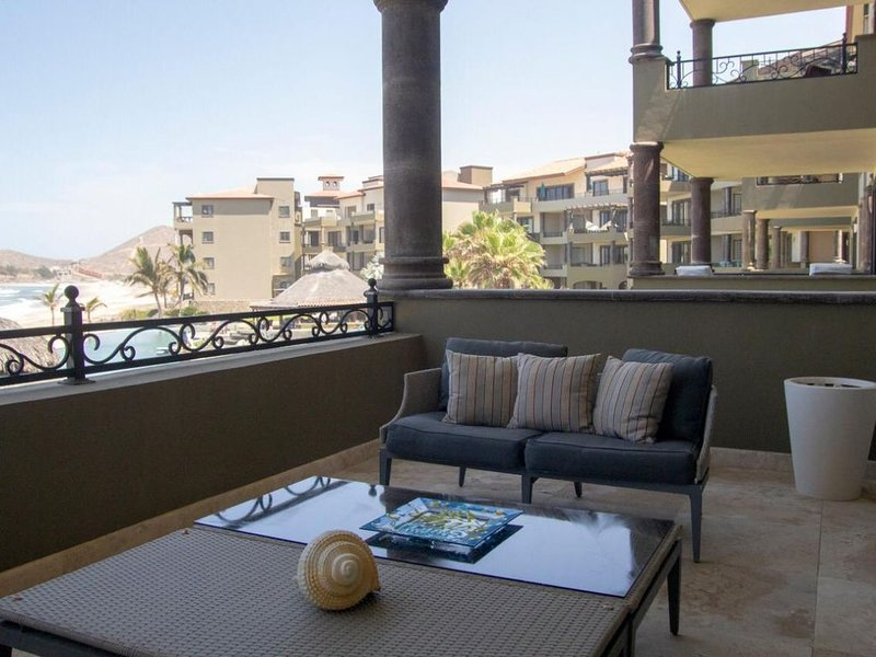 Enjoy your vacation in this beautiful oceanfront condo at Sol Paraíso Cerritos!, aluguéis de temporada em Playa Cerritos