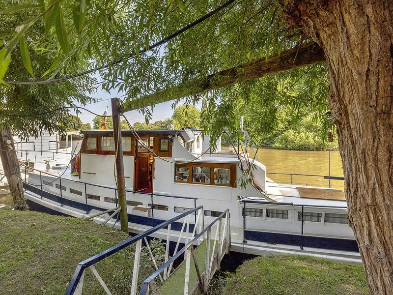 Charming Historic Boat Moored opposite Kew Gardens., alquiler vacacional en Ealing