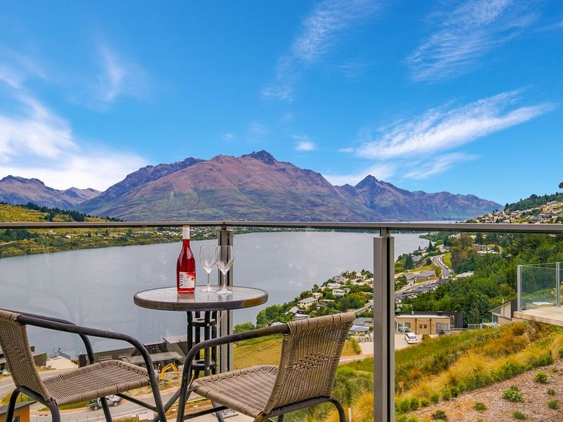 Queenstown Lake Views - Upstairs Apartment, vacation rental in Lake Hayes
