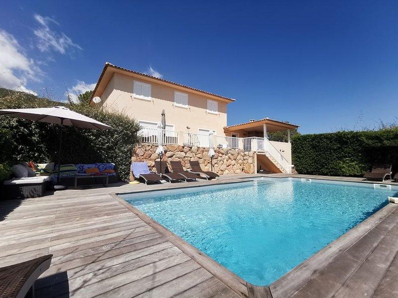 Porto-Vecchio: spacieuse villa climatisée 5 chambres, vue mer, cadre reposant, location de vacances à Lecci