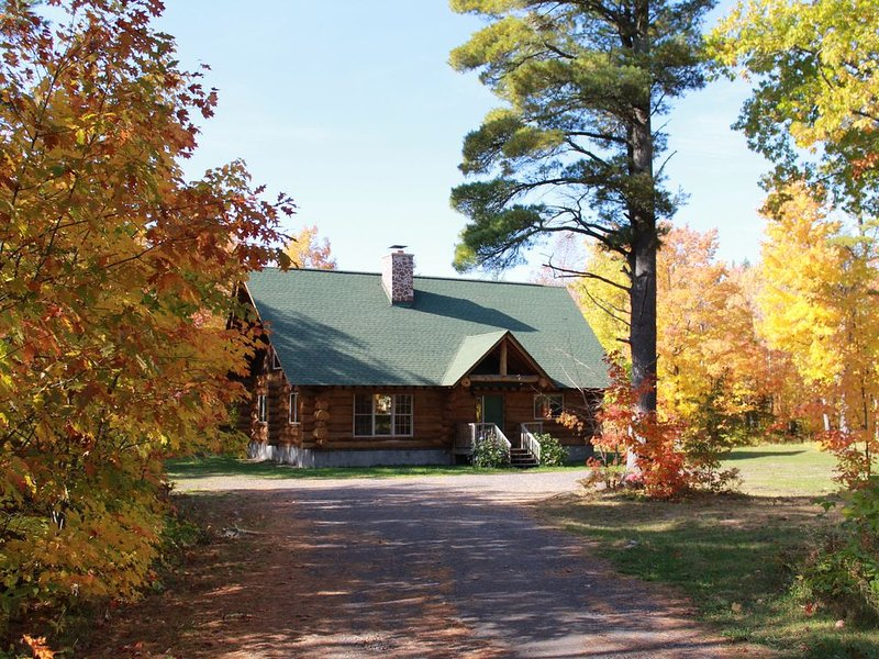 Mohawk Lodge, Custom Log Home in Heart of Keweenaw, holiday rental in Calumet