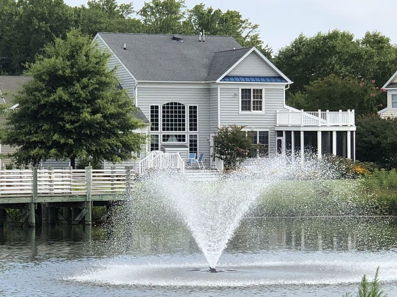 WATERFRONT 5BR BEACHHOUSE in BETHANY, POOL,GYM, SCREEN PORCH,BILLIARDS,FISH,GOL, holiday rental in Bethany Beach