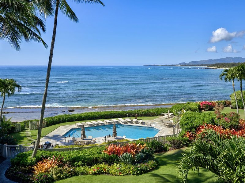 Mesmerizing Ocean Front View Luxury Top Floor Haven with Central Air at Lanikai, vacation rental in Kapaa