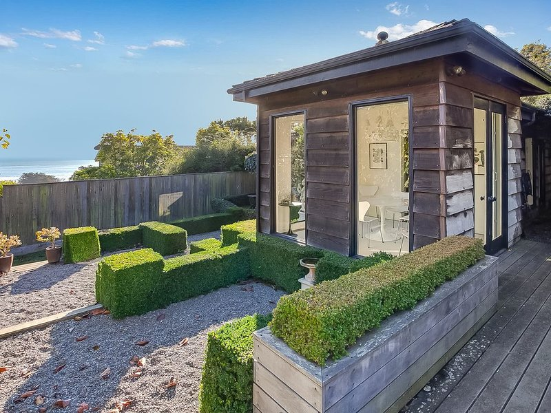 2 Bedroom, 2 Bath Sophisticated Artist's Retreat in Stinson Beach, casa vacanza a Stinson Beach