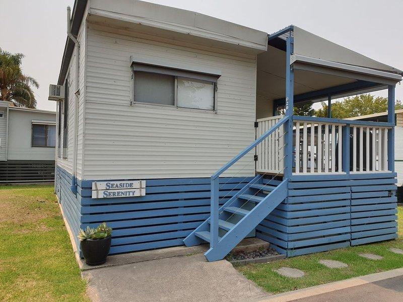 Cabin 020 - Seaside Serenity 'The Lovely Little Blue Cabin', holiday rental in Nelligen