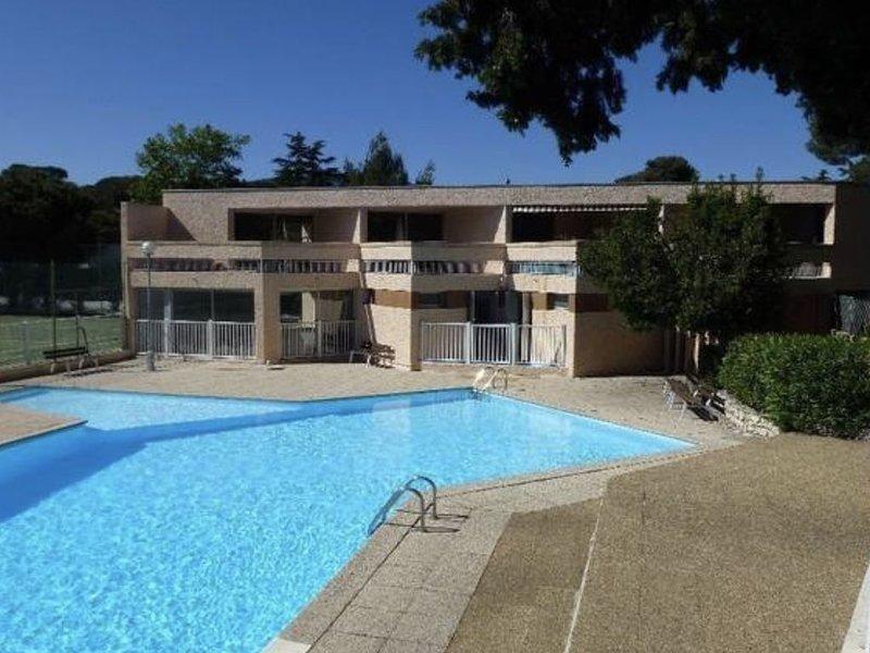 T2 Cap Brun. Piscine Tennis Plage, location de vacances à La Valette-du-Var